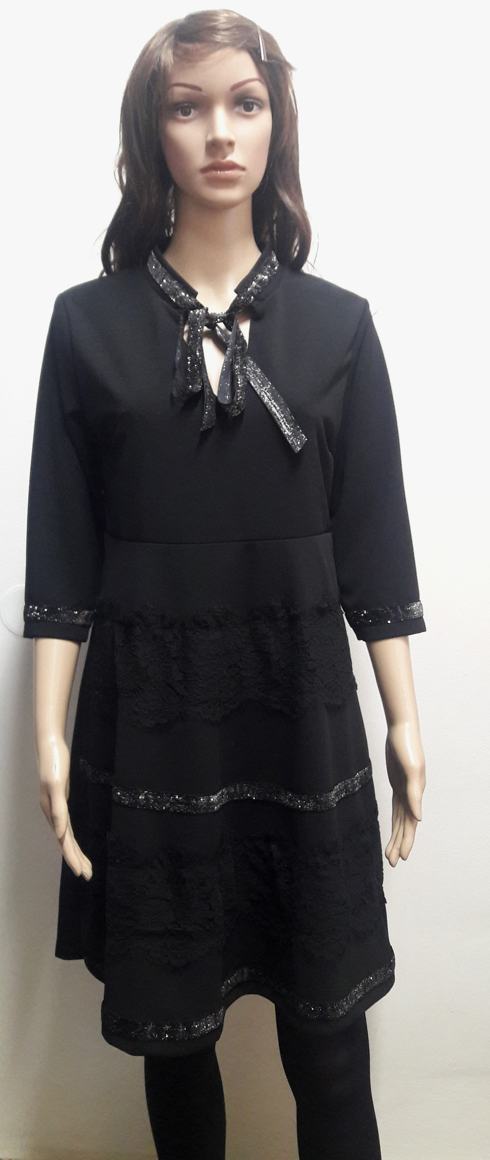 b27dfc9aa2d2 Čierne elegantné šaty Austina